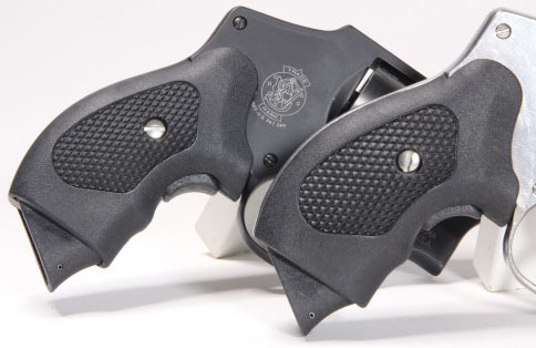 Smith and Wesson Guardian Grip J Frame 02605