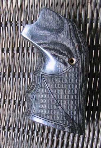 Blackhawk Single Six Vaquero Grip Altamont's Oversized Finger Grooves Crocback Silver Black