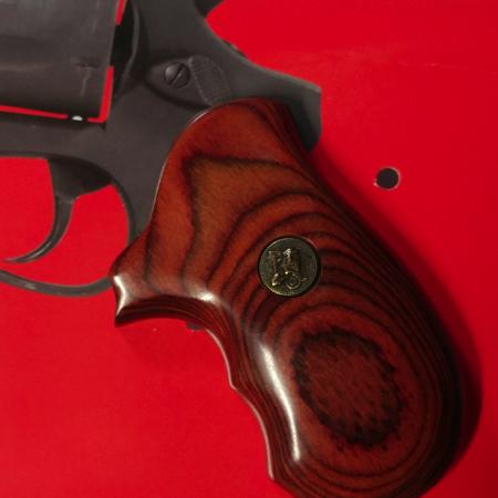 Taurus 85 Renegade Rosewood Smooth Pachmayr 63090